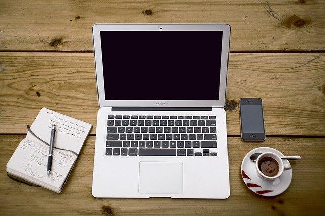 Notebook és telefon